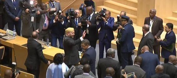 C'est fait ! Le Roi Mohammed VI ramène triomphalement le Maroc dans la grande famille de l'Union Africaine.
