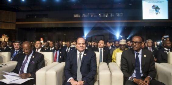Le président égyptien entre Paul Kagame (à dr.) et Alpha Condé, à Charm el-Cheikh, en décembre 2017. /Ph. © KHALED DESOUKI-AFP