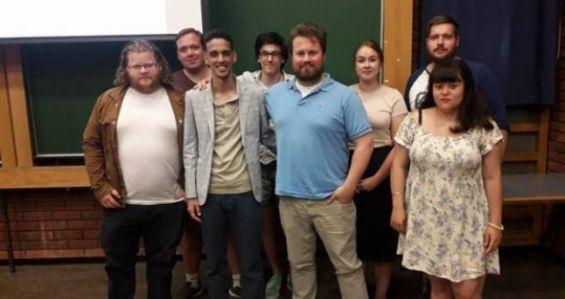 Des étudiants norvégiens en compagnie du journaliste pro-Polisario Sidi Sbaâi, lundi dernier à l'université d'Oslo. / Ph. Futuro Sahara   .