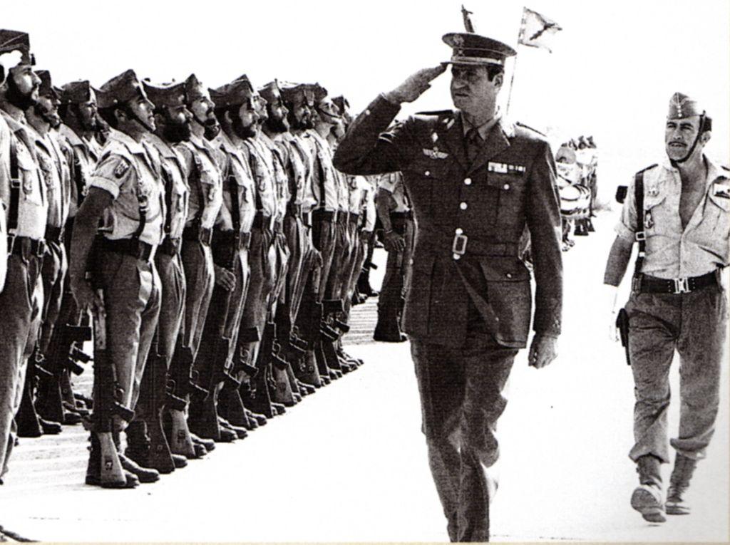 2 novembre 1975 : Lorsque Juan Carlos se rendit au Sahara après le retrait de ses troupes