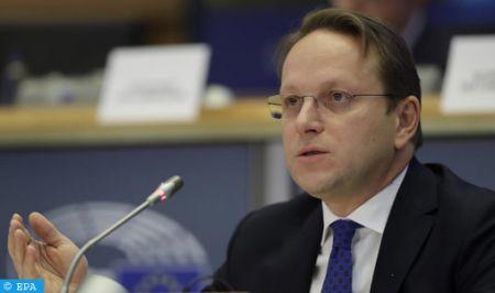 Le Commissaire européen chargé du Voisinage et de l'Elargissement salue l'attachement du Maroc au c