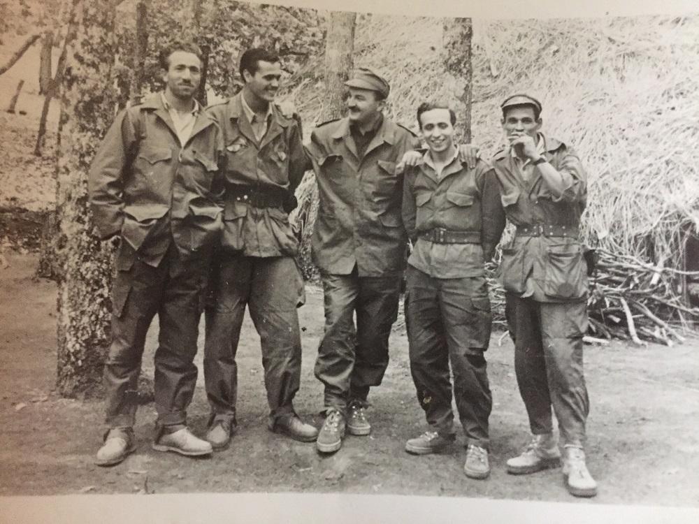Tahar Zbiri (g) avec d'autres membres de l'armée algérienne. / DRTahar Zbiri (g) avec d'autres membres de l'armée algérienne.