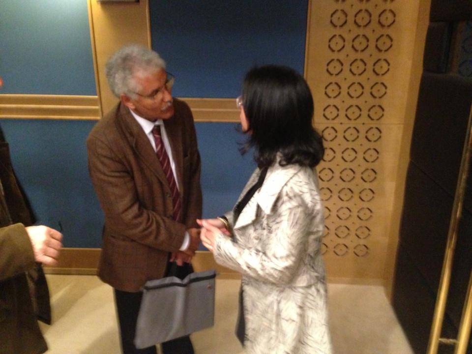"La sénatrice Leila Aichi samedi au Sénat avec Mohamed Sidati, un haut responsable du ""Polisario"""