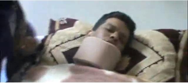 """""""عمر"""" بعد إعتداء شرطي عليه"""