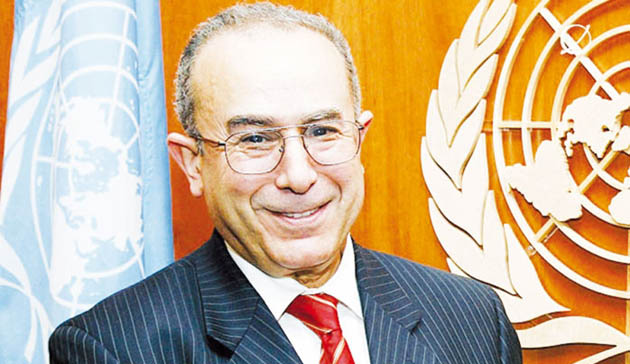Algerian FM holds discussion with UNSG's Personal Envoy for Western Sahara