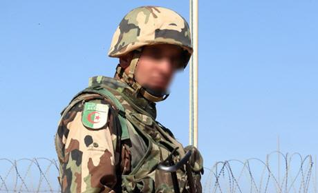 """L'armée algérienne souffre du """"syndrome du héros"""", selon Abdellah Boussouf"""