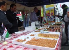 """""""البوليساريو"""" تبيع حلوى مغربية في باريس"""