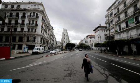 Algérie : le pays embourbé, sa direction s'amuse des relations publiques