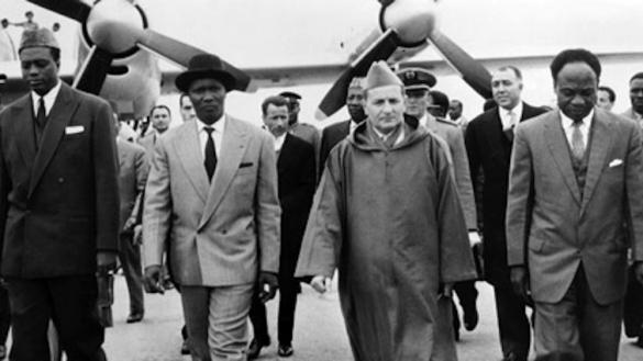 (de g. à dr.), Modibo Keita du Mali, Ahmad Sékou Touré de la Guinée Conakry, Mohammed V du Maroc et Kwamé Nkrumah du Ghana, réunis à Casablanca.