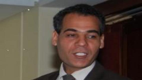 كاتب صحفي مغربي  محلل سياسي متخصص في قضايا الصحراء