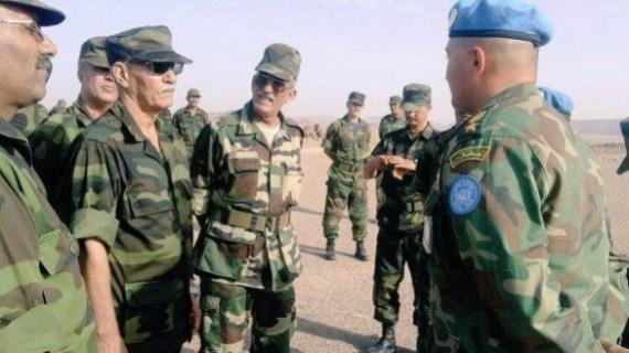 Le tout nouveau chef du Polisario, Brahim Ghali, en discussion avec des éléments de la MINURSO.