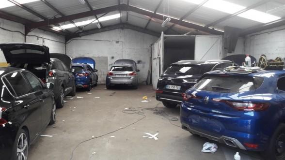 مسؤولون في الحكومة الجزائرية و قياديون في جبهة البوليساريو في قلب فضيحة تهريب سيارات